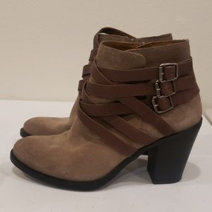 🍂Nwot Lucky Elwood strappy suede booties